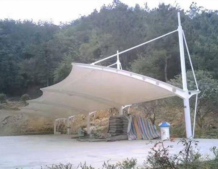 贵州兴义拉杆式车棚