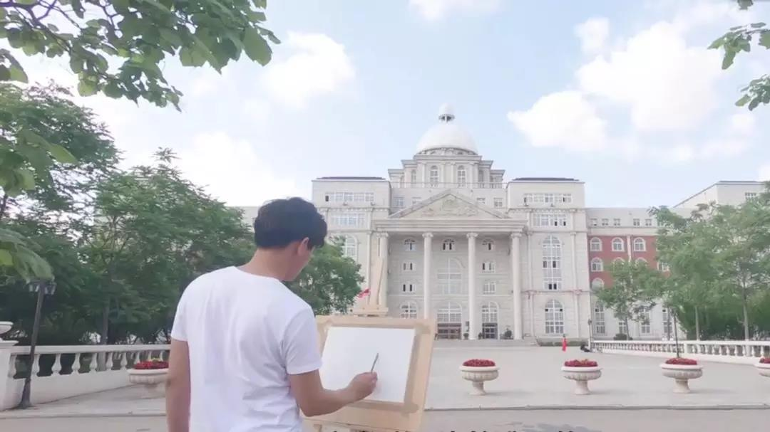 二更视频丨纸上光年,画不完青春