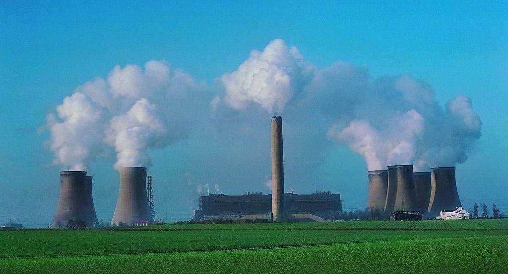 环境影响评价文件对于确定污染物的性质有何作用?