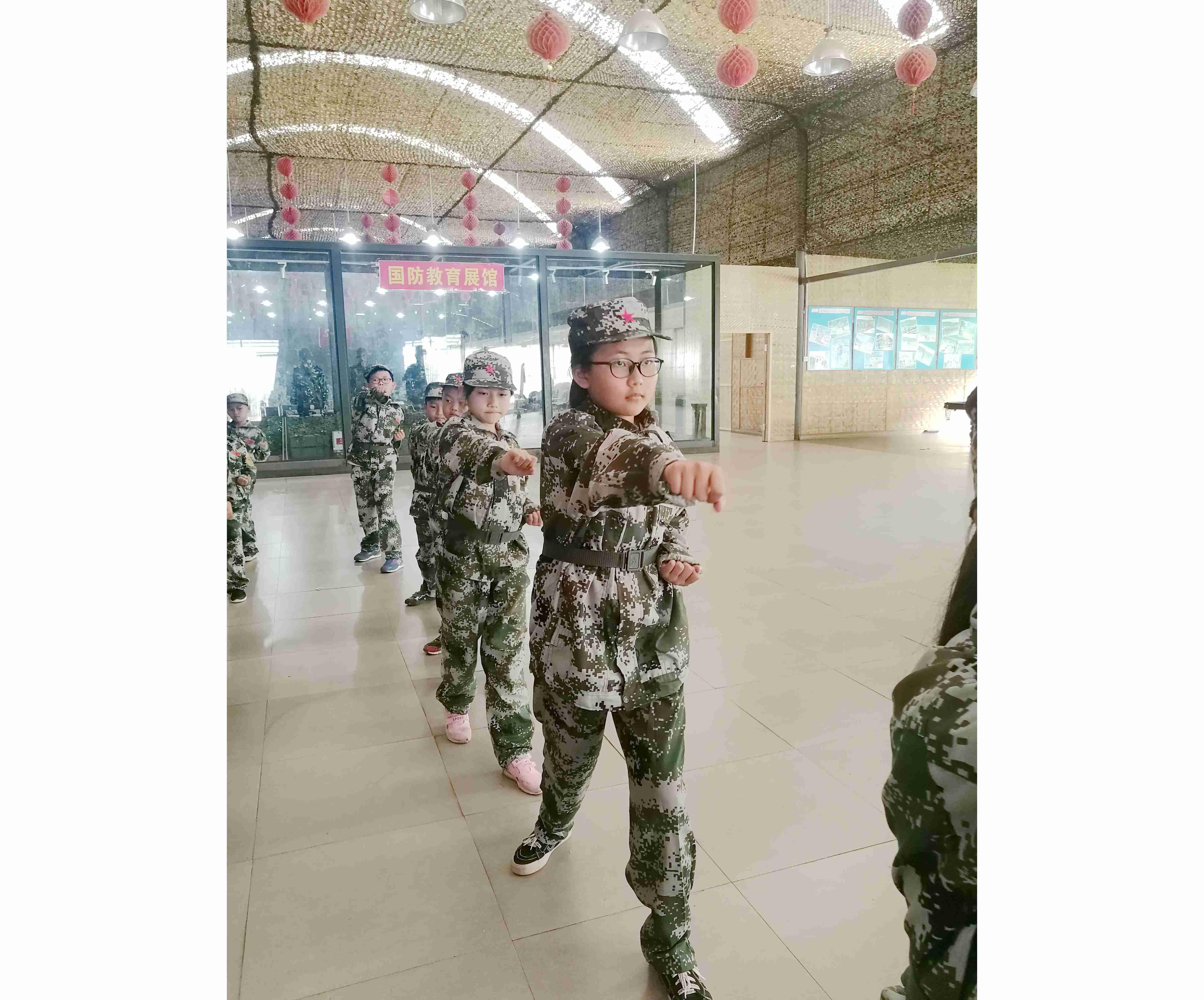 军事夏令营练拳