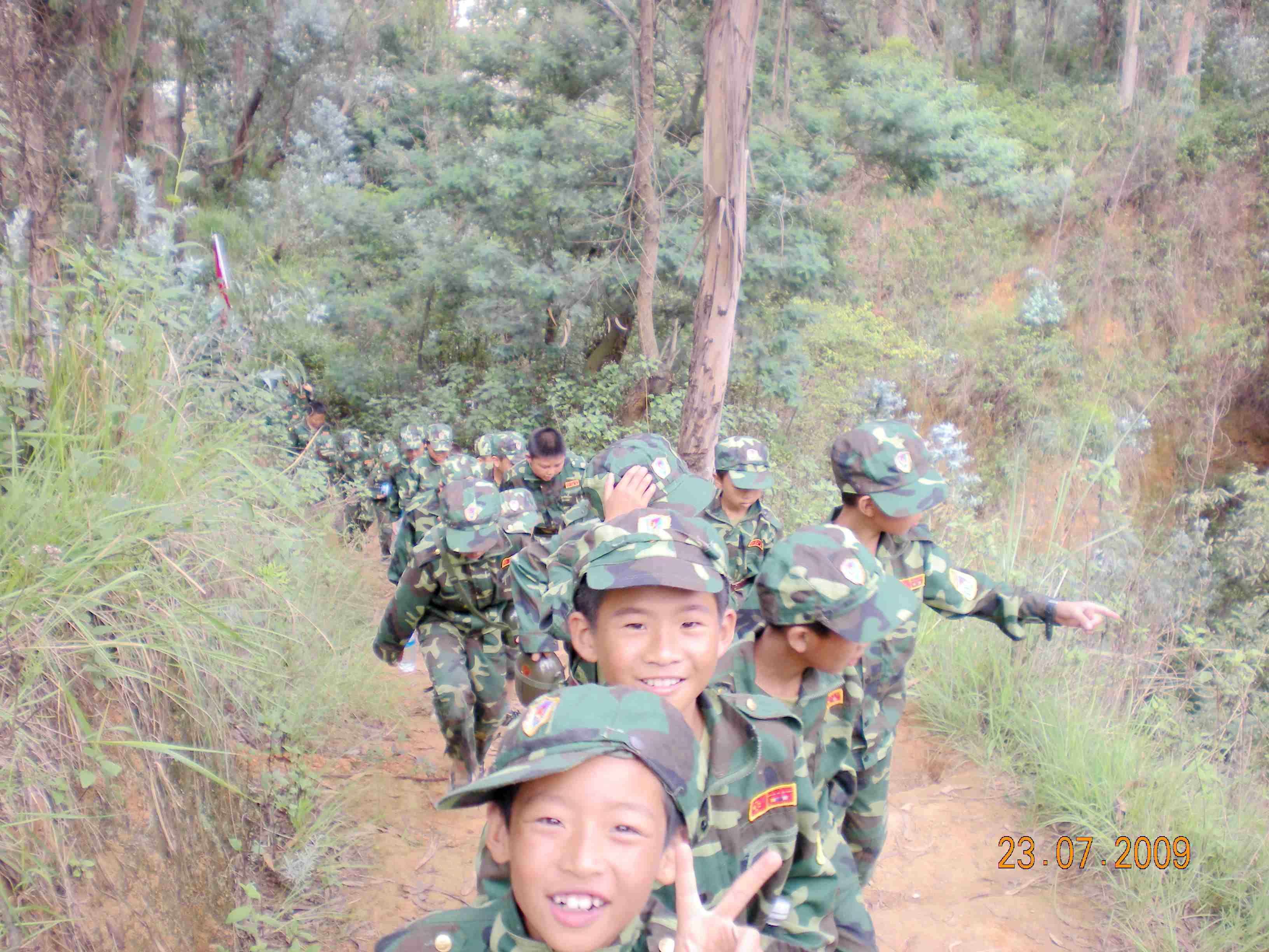 野外夏令营学生军训