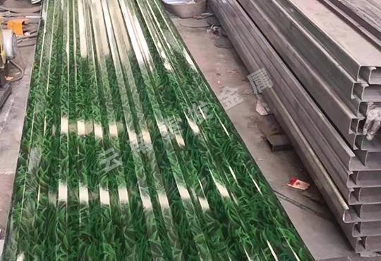 大理彩钢瓦生产厂家生产的彩钢瓦的使用年限猜猜可以用多久?