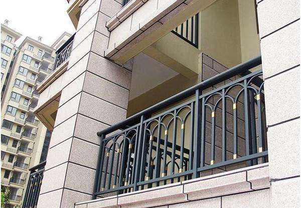 阳台护栏常见的种类