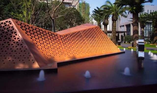 耐候钢板雕塑为何能锈而不腐