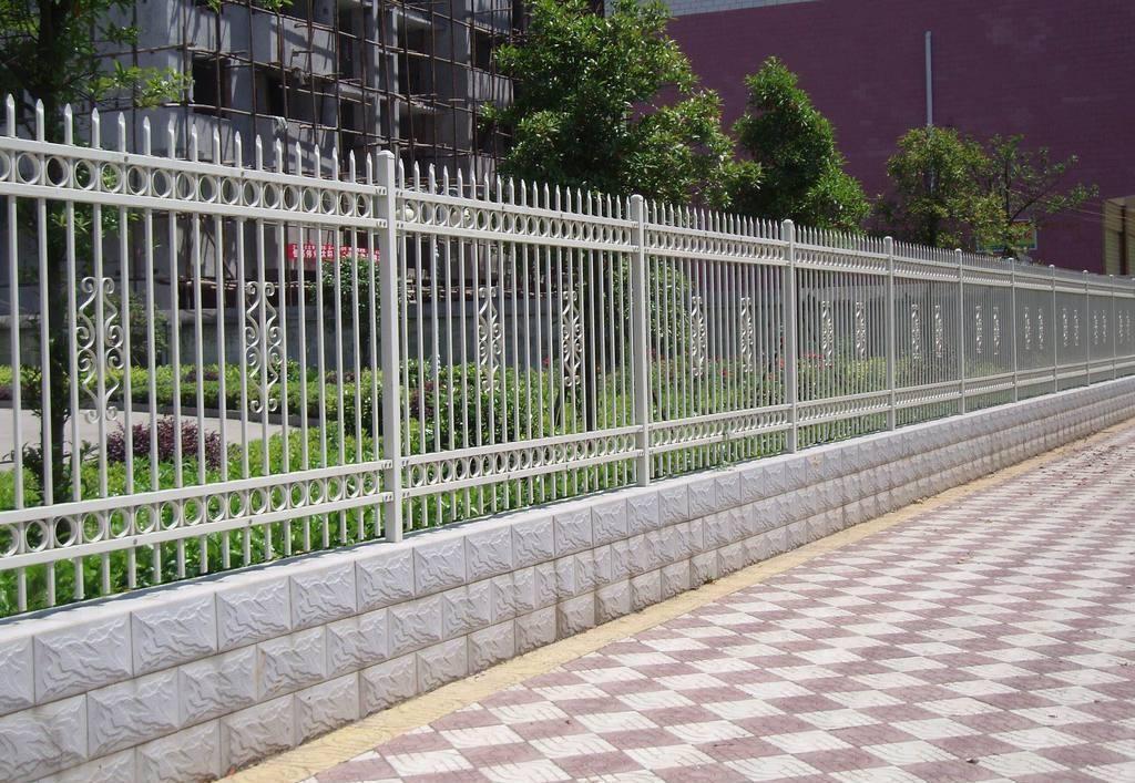 浅谈关于围墙护栏应如何进行保养的问题