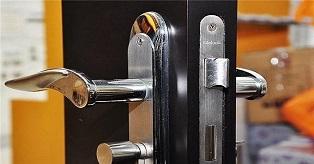 防盗门换锁
