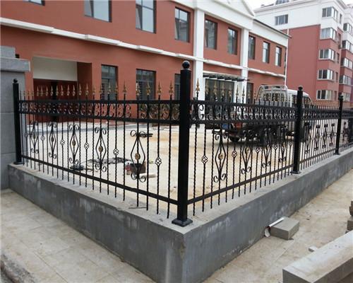 铁艺栏杆厂家:安装楼梯需要注意的细节