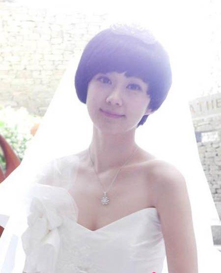 女花纹短发图片