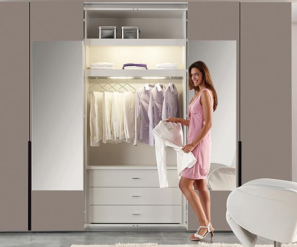 简易木质衣柜