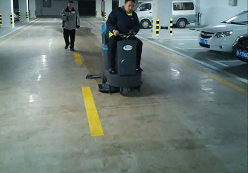 辽宁凤凰饭店地下停车场
