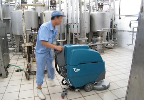 哈尔滨可口可乐公司使用坦能手推式洗地机产品