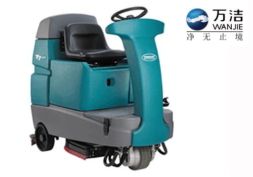 坦能 T7 驾驶式洗地机