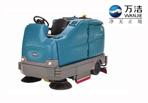 坦能 T17 驾驶式洗地机