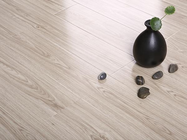 什么时候装修自然发热强化复合地板比较合适