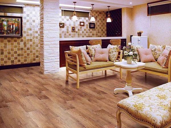 自发热实木地板安装