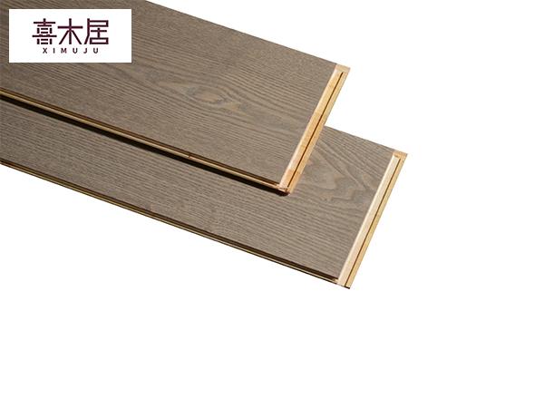 新三层白蜡木实木地板