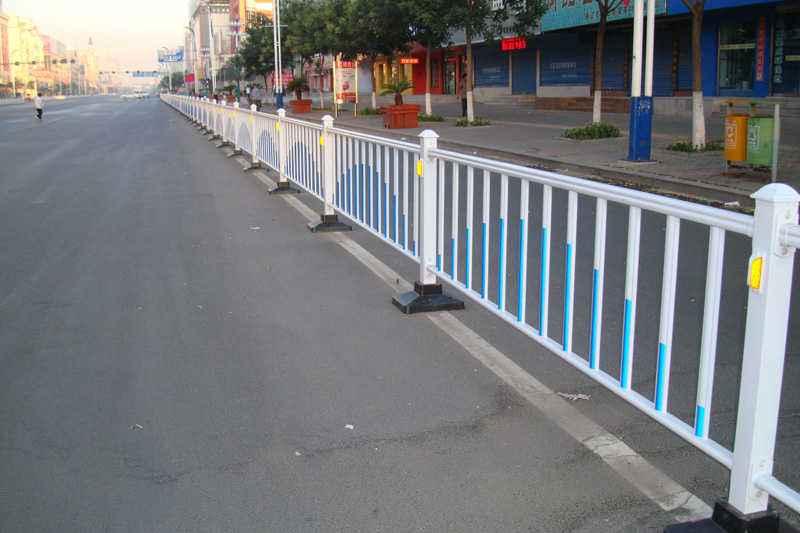 道路隔離護欄