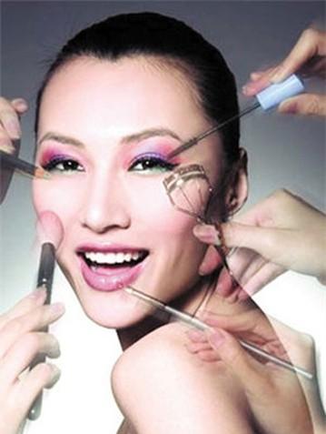 武汉化妆培训教您动工具化妆事半功倍