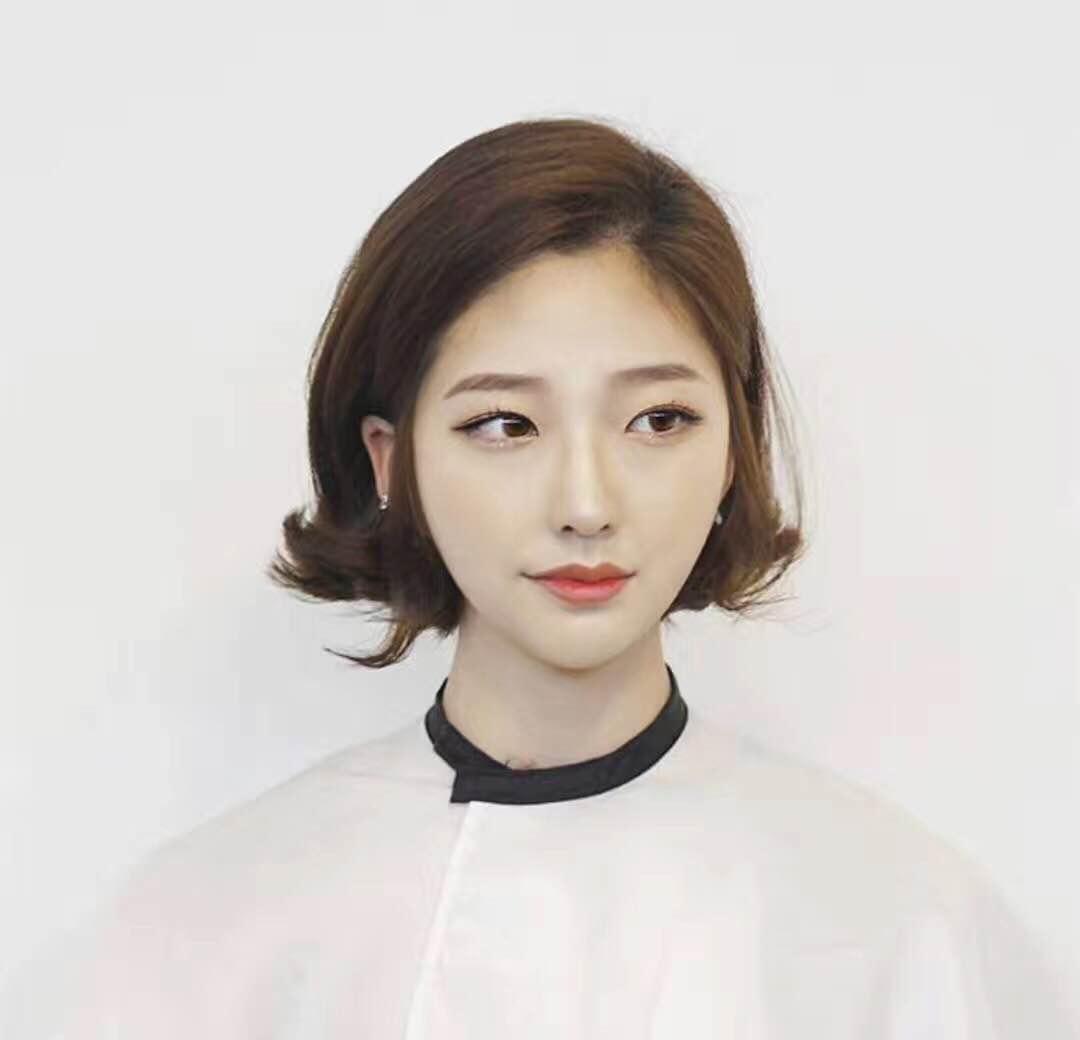 发型设计师如果懂得时尚发型的风格元素,就会轻松的制作出时尚风格的