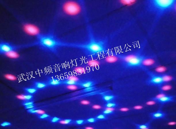 武汉酒吧KTV远程控制仙女散花效果灯,武汉中频音响灯光公司专业致力于KTV酒吧效果灯的销售安装及调试。品牌型号种类繁多,各类效果灯:激光灯、LED仙女散花灯,摇头激光灯,八爪鱼、LED图案灯等等,公司有专业的队伍,从包房灯光音响设计、到音响灯光安装调试,一条龙服务。让客户用的舒心。欢迎来电咨询。
