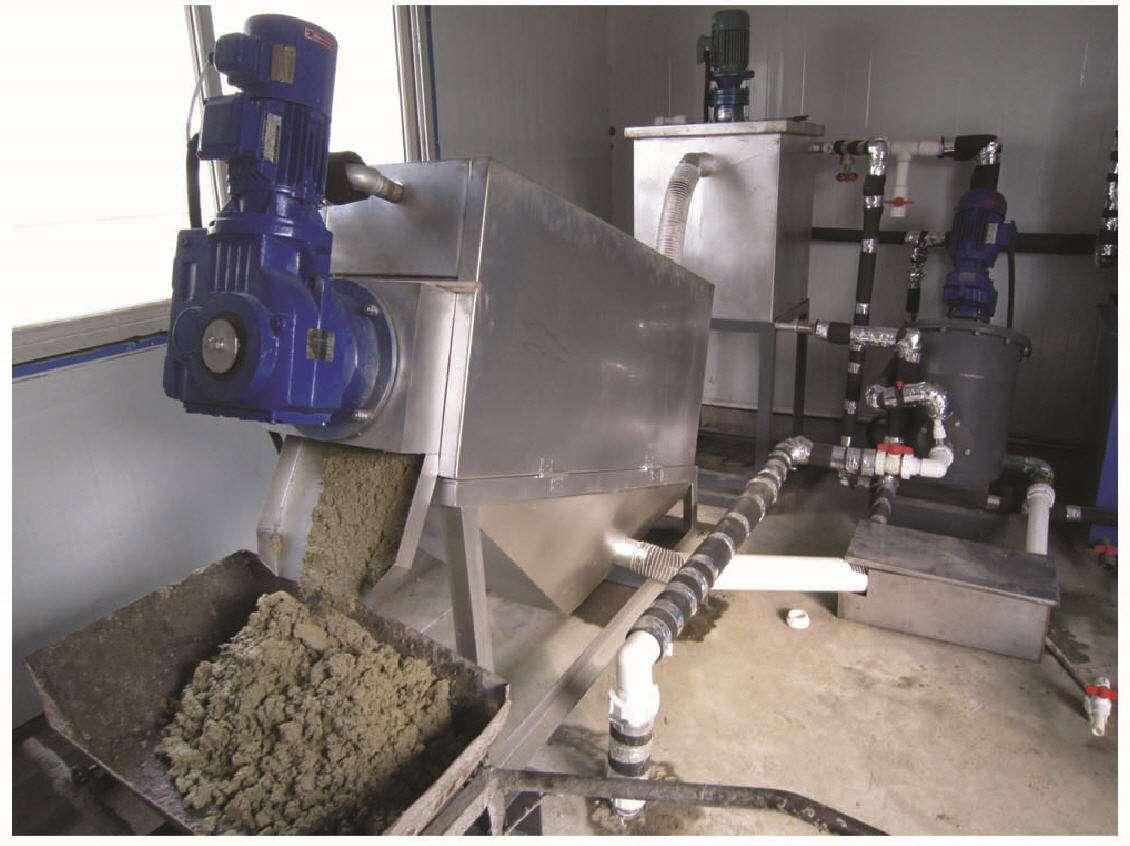 大型污泥脱水机的工作原理