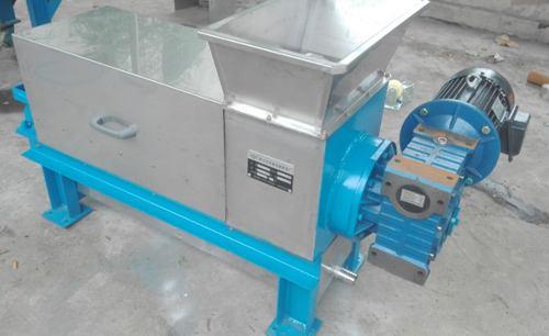 防止工业离心脱水机变形以及电箱安装