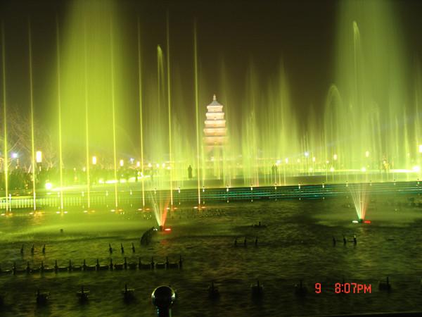 西安大雁塔北广场音乐喷泉万能支撑器安装案例