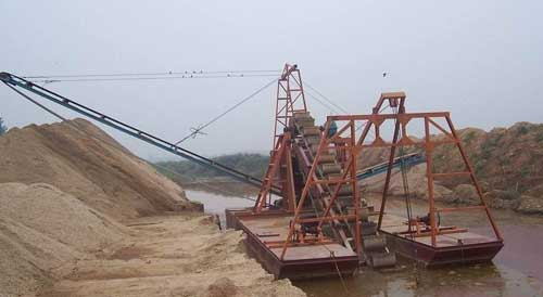 小型挖沙船