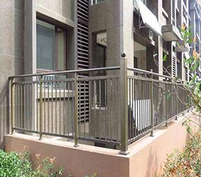 居民楼金属护栏