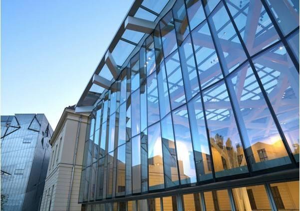 兰州五星玻璃制品公司告诉您钢化玻璃与半钢化玻璃的区别有哪些?