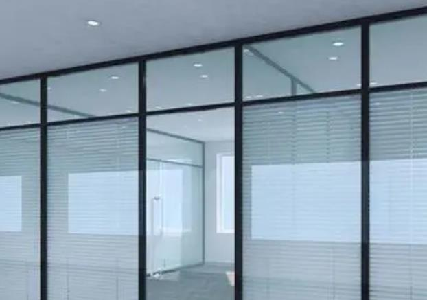 你了解钢化玻璃隔断的优点吗?白银钢化玻璃厂分享