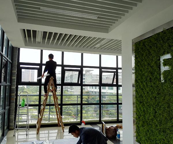 福建江夏学院教学楼走廊贴隔热玻璃膜