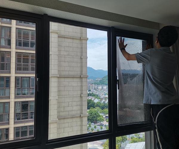 鲁能公馆居家玻璃贴膜安装