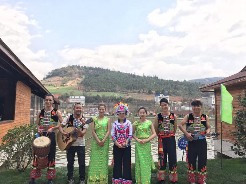 山庄少数民族舞者