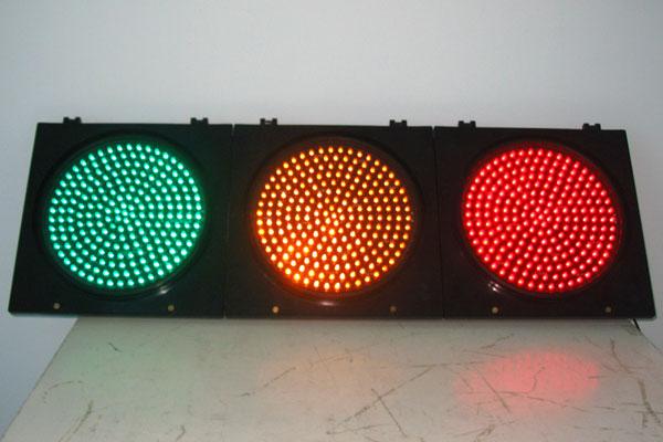 如今交通信号灯种类这么多,到底应该怎么看