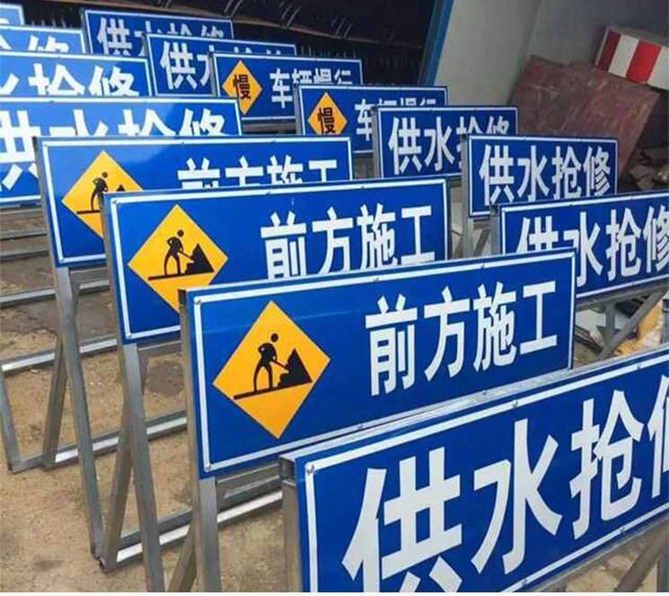 如何正确安装西安交通路牌