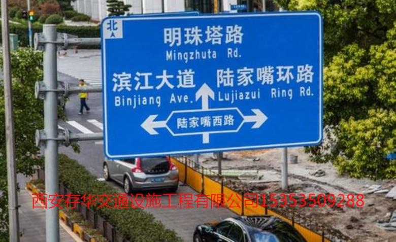 交通標志牌隨著時代的發展擔任著重要角色