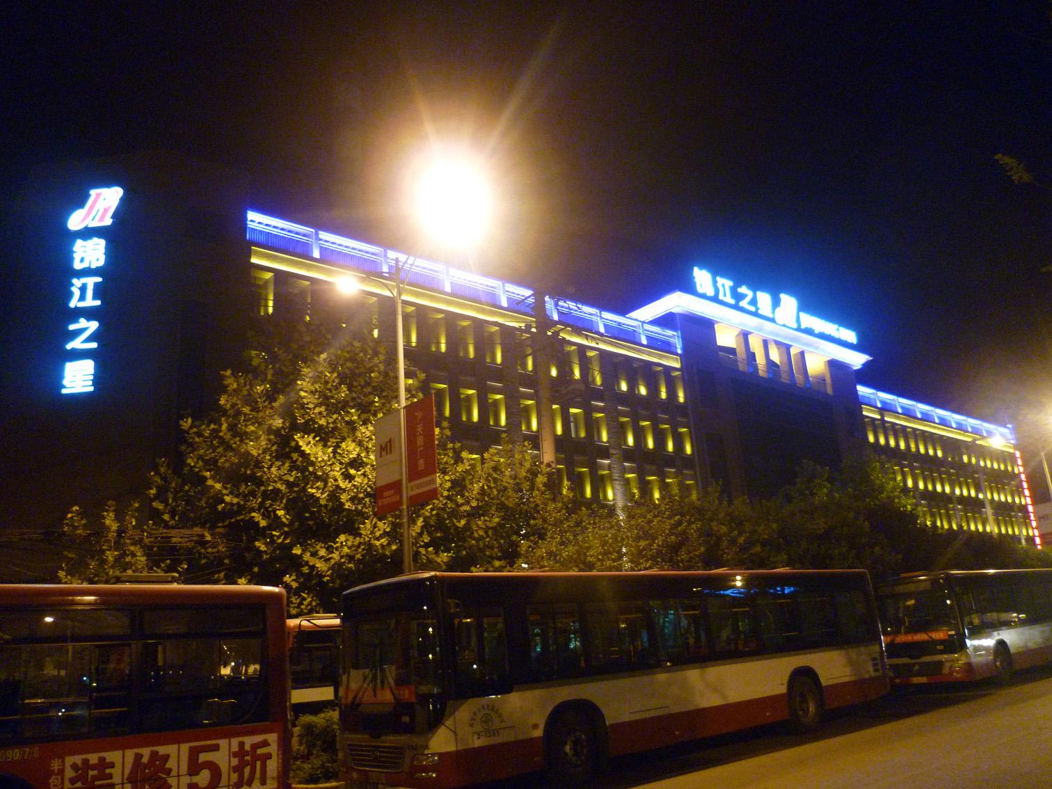 锦江之星幸福路南口店楼体亮化工程