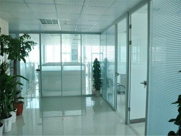西安办公室玻璃隔断装修认准西安大名装饰高隔间