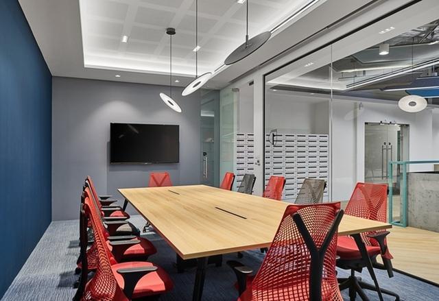 西安办公室玻璃隔断安装设计认准西安大名装饰高隔间