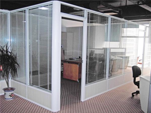 哪些因素会影响玻璃隔断的寿命