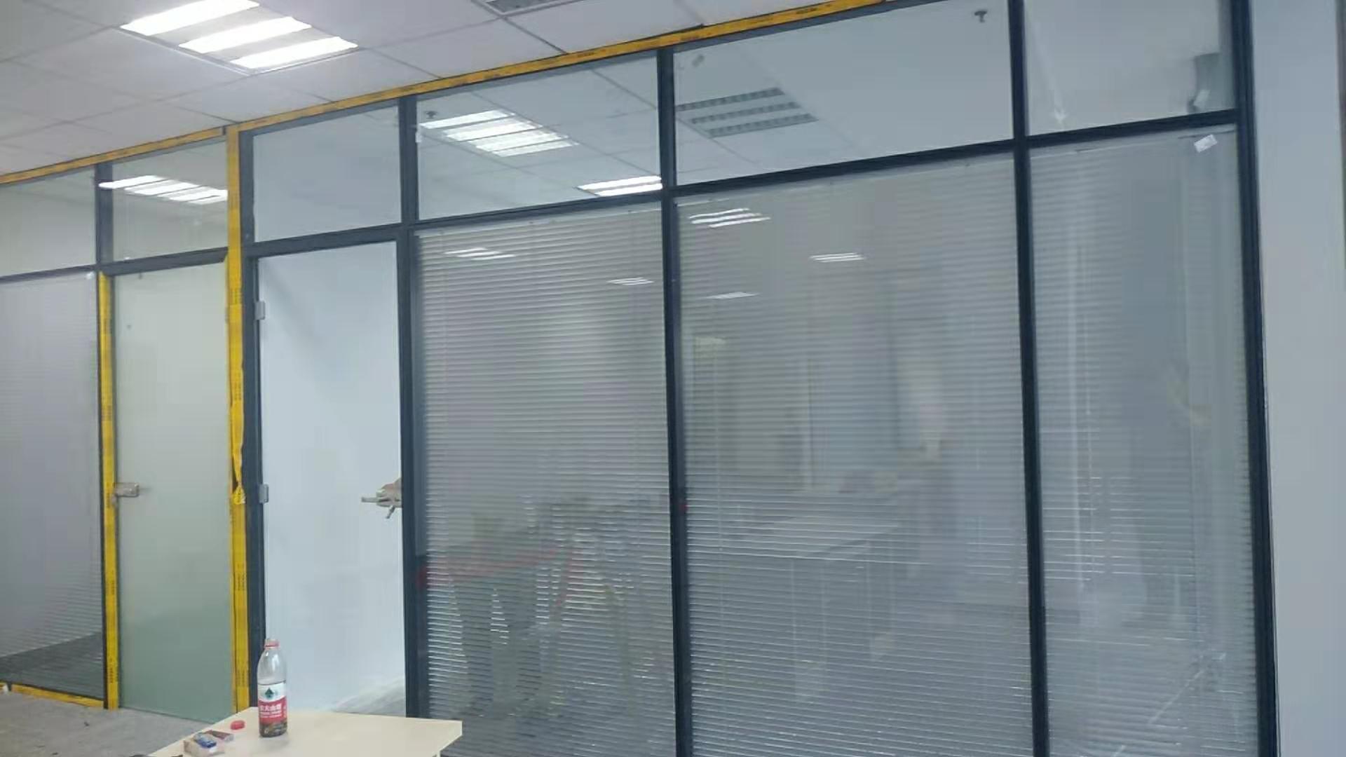西安百叶玻璃隔断墙安装设计认准西安大名装饰高隔间