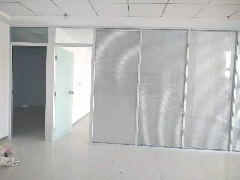 西安办公室玻璃隔断百叶安装认准西安大名装饰高隔间