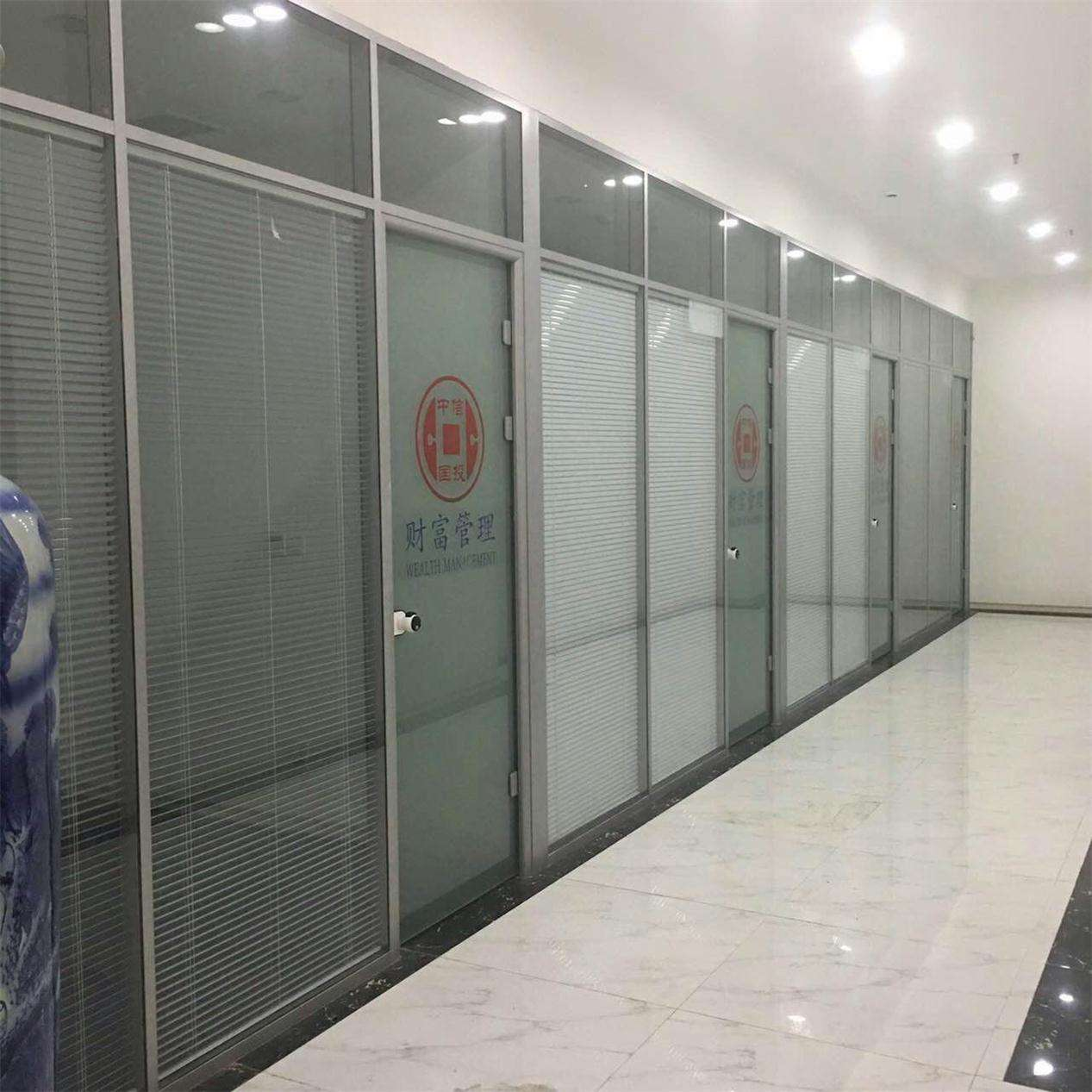 西安玻璃百叶隔断安装设计认准西安大名装饰高隔间
