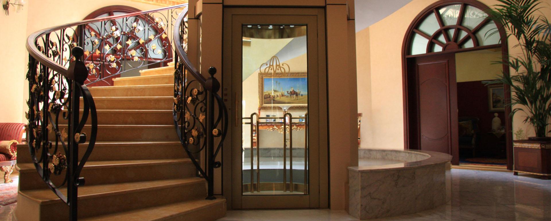 安装一台小型家用电梯多少钱