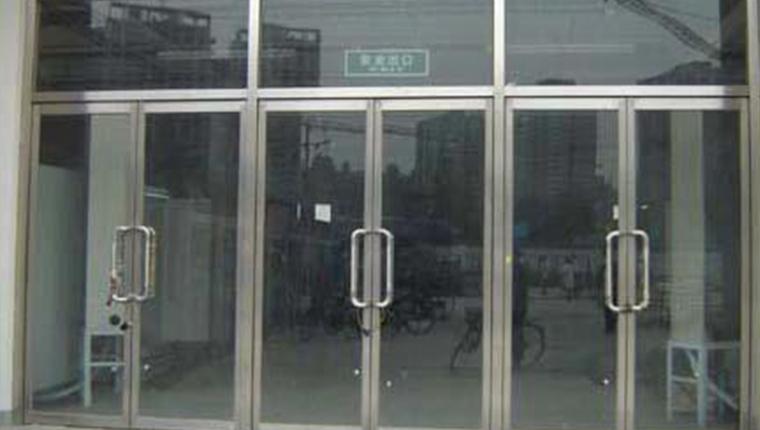 西安玻璃门定制费用
