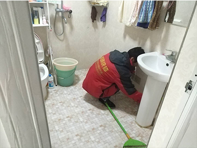 凌云小区卫生间漏水维修