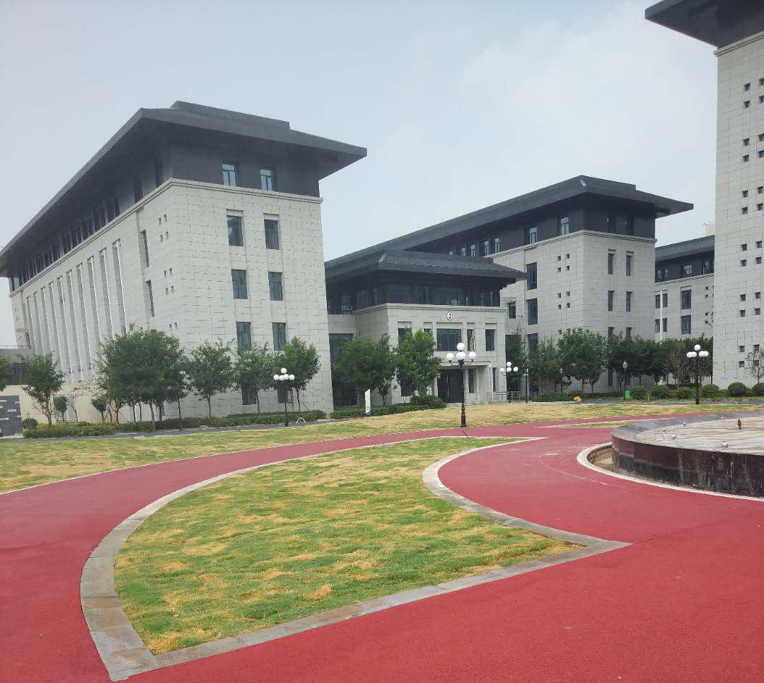 学校铺彩色透水地坪的作用