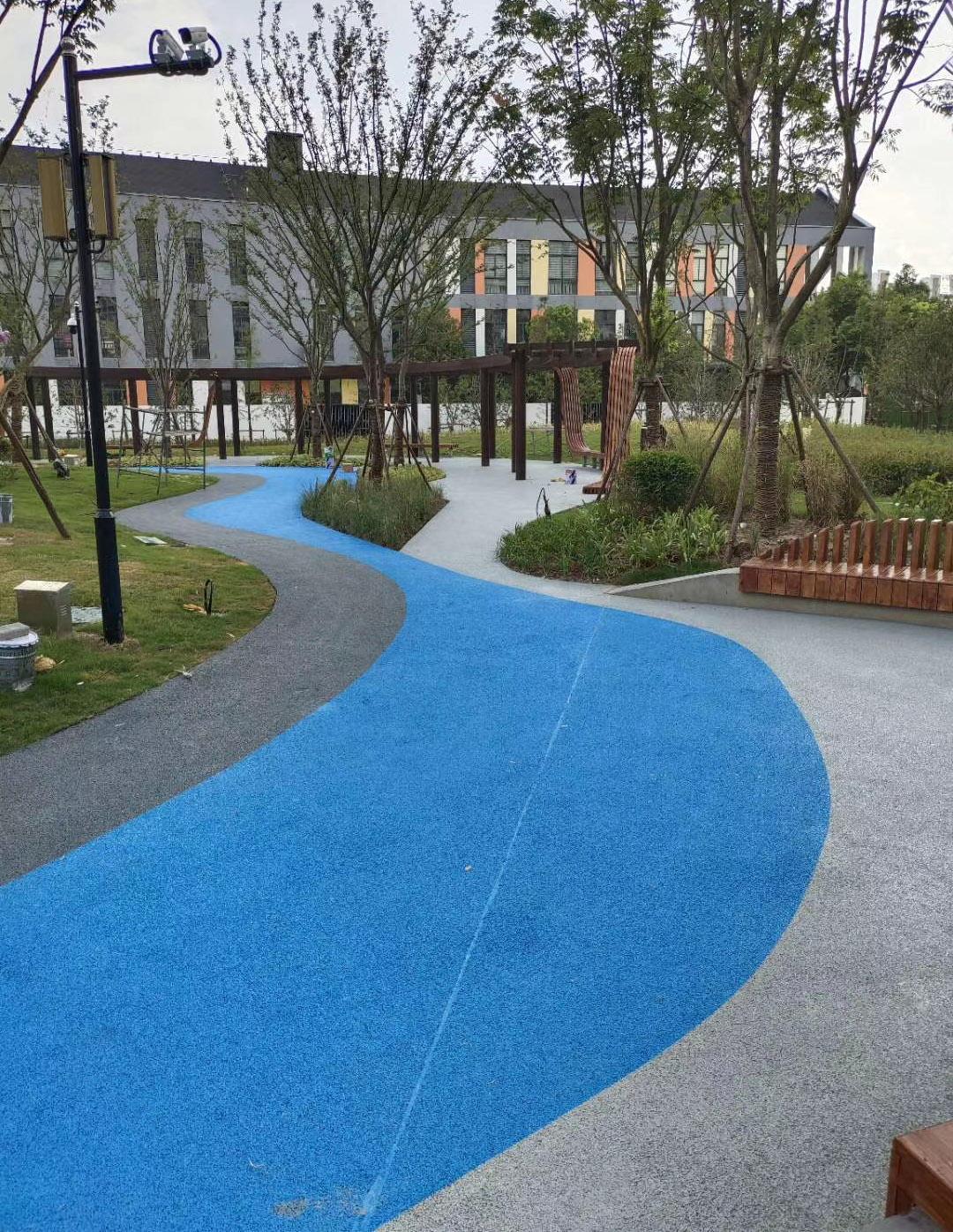 彩色沥青路面和透水混凝土性能差异对比