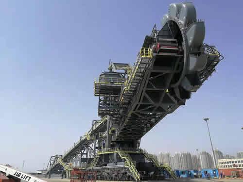 大型港口机械的维修涂装
